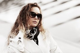 fashionable-woman-with-fashion-sunglasses